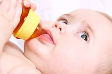 Free Baby Drinking Royalty Free Stock Images - 14539579