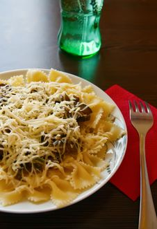 Free Farfalle Pasta Royalty Free Stock Photography - 14543437