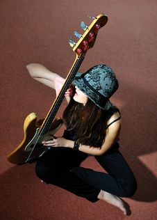 Free Young Pretty Woman With Guitare Royalty Free Stock Photography - 14543467