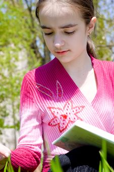 Free Girl With Book Royalty Free Stock Photos - 14550528