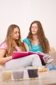 Free Two Young Girls Sitting In The Living Room Royalty Free Stock Image - 14557006