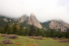 Free Flat Iron Peak In Low Clouds Royalty Free Stock Images - 14558879