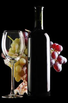 Free Different Grapes And Glass Of Wine On Black Royalty Free Stock Images - 14565319