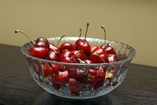 Free Bowl Of Cherries Royalty Free Stock Photography - 14567257