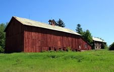 Free Long Red Barn With Coupla Stock Image - 14568041