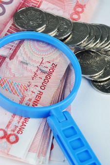 Free Money Magnifier Royalty Free Stock Photos - 14568378