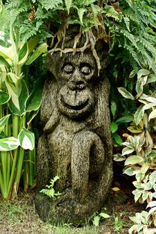 Free Garden Monkey Ornamental Sculpture Royalty Free Stock Image - 14571216
