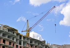 Free Building With Elevating Crane Royalty Free Stock Image - 14571346