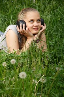 Free Girl Listen Music Royalty Free Stock Photography - 14574987