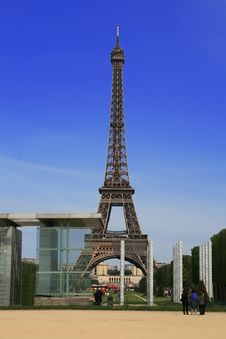 Free Eiffel Tower In Paris Stock Images - 14575054
