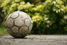 Free Old Soccerball / Football On The Garden Patio Royalty Free Stock Photography - 14582397