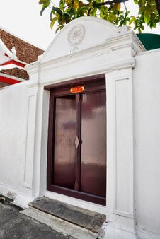 Free Brown Wood Door Ancient Asian Style Stock Photography - 14584632