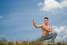 Free Karate Man In Desert Royalty Free Stock Images - 14592019