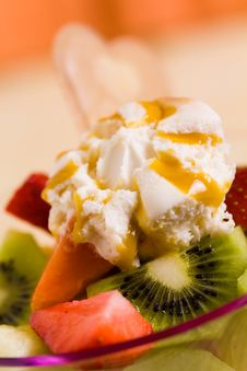 Free Fruit Salad With Ice Cream,kiwi,strawberry,papaya Royalty Free Stock Photo - 14594405