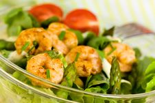 Salad With Prawns,Lettuce,Tomatoes And Olive Royalty Free Stock Images