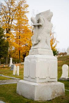Free Fall In A Small Town Cemetery Royalty Free Stock Photography - 1461267