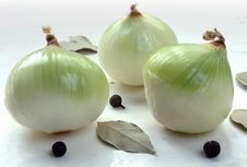 Free Onion, Bay Leaf, Pimento Royalty Free Stock Photos - 1469108