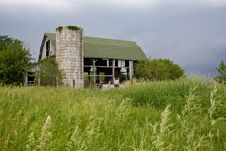 Free Abandoned, Run-down Barn Braces For A Storm Stock Photos - 14604363