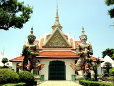 Free Twin Giant In Wat Arun Royalty Free Stock Image - 14608476