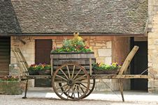 Free Old Wheel Cart With Flowers On Top Stock Image - 14625351