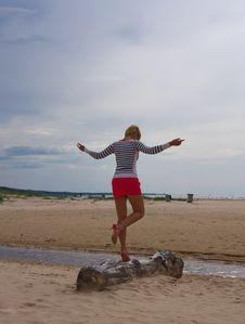 Free Girl Sea Sky Sand Stock Photography - 14627052