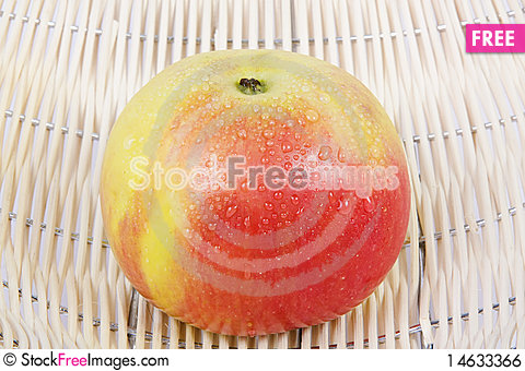 Free Wet Apple In The Basket Royalty Free Stock Image - 14633366