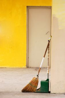 Free Broom And Dustpan Stock Images - 14633444