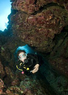 Free Scuba Diver Swimming Through A Cave Stock Photos - 14636923
