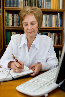 Free Elderly Woman Royalty Free Stock Photography - 14644997