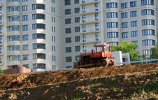 Free Heavy Buildind Tractor In Front Of Building Site Royalty Free Stock Images - 14649259