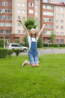 Free Girl Is Jumping Royalty Free Stock Photography - 14650327