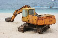 Free Rusted Digger On A Beautiful White Beach Stock Photography - 14652622