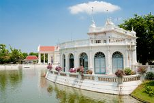 Free Lakeside White Pavilion Royalty Free Stock Image - 14659266