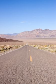 Free Desert Road Royalty Free Stock Photography - 14660657