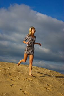 Free Young Beautiful Woman Runing Stock Image - 14661921