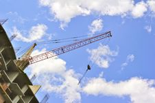 Free Building With Elevating Crane Royalty Free Stock Images - 14667139