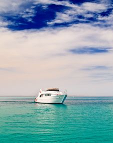 Free Alone Yacht In The Sea. Royalty Free Stock Photography - 14669527