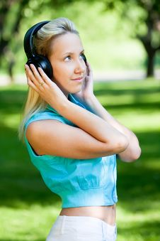 Free Girl With Headphones Royalty Free Stock Photos - 14670538