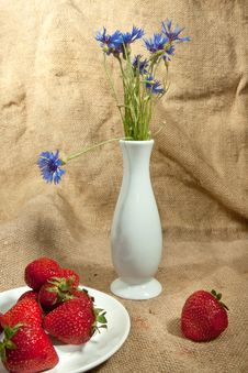 Strawberry And Flowers Royalty Free Stock Photo