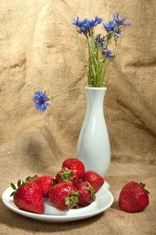 Free Fresh Strawberry Royalty Free Stock Photo - 14671005