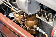 Free Car Engine Royalty Free Stock Photography - 14674387