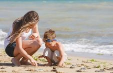 Free Mother And Son On Beach Stock Image - 14676781