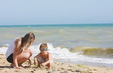 Free Mother And Son On Beach Royalty Free Stock Photography - 14676797