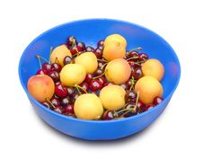Free Apricots And Cherries. Stock Photo - 14683590