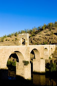 Free Roman Bridge In Alcantara Royalty Free Stock Photo - 14687345