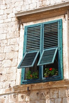 Free Window With Red Flowers Stock Photography - 14688712