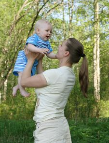 Free Mother With Baby Royalty Free Stock Photo - 14689205