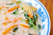 Free Simple Chinese Noodles With Vegetables Stock Photo - 14692200