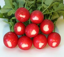 Free Radishes With Leafs Royalty Free Stock Photo - 14698315