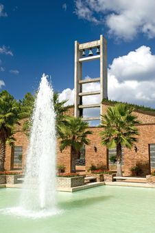 Free Bell Tower And Fountain Royalty Free Stock Images - 1471079